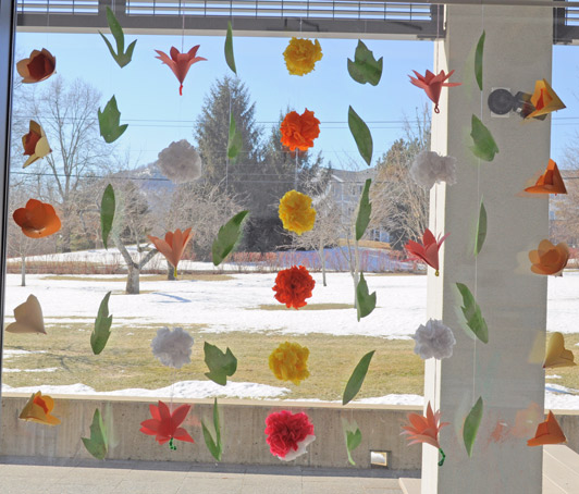 Spring fling window garland carle museum - Window decorations for spring ...